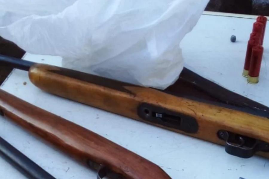 Secuestraron carne faneada y armas tras un allanamiento