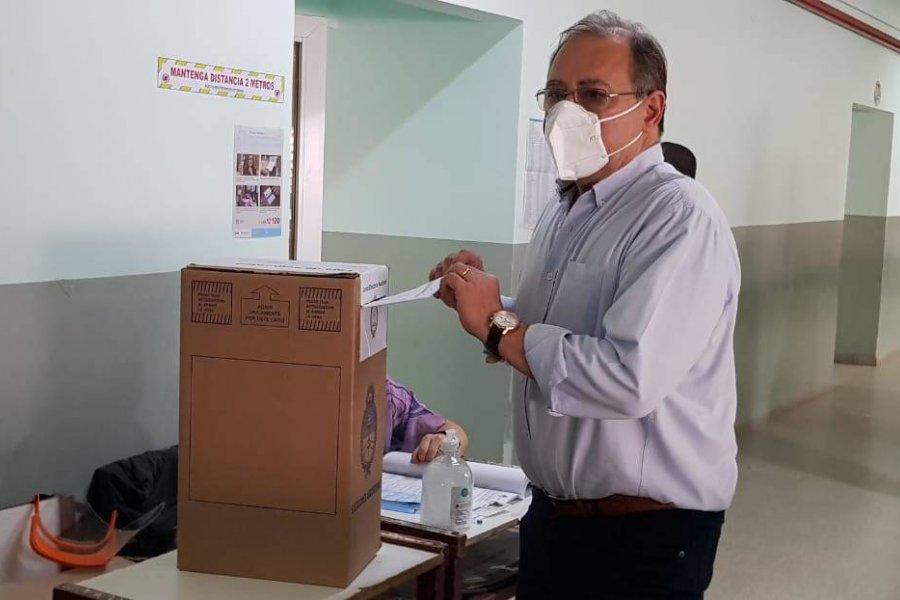 """Eduardo Tassano votó en la Escuela 7: """"Tiene mucha importancia esta votación"""""""