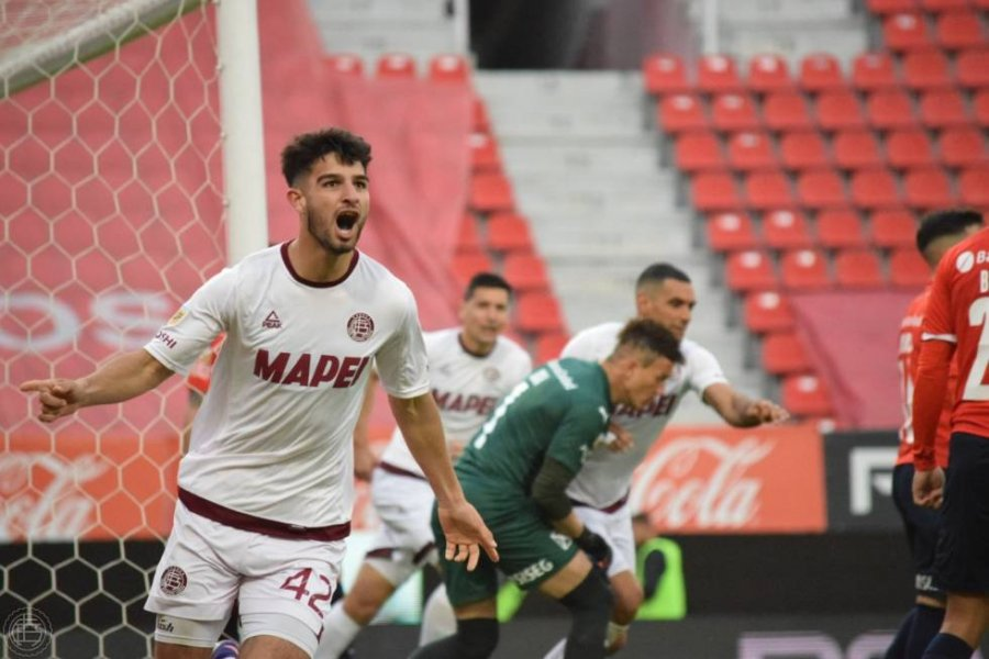 Con gol del correntino López, ganó Lanus y es único puntero