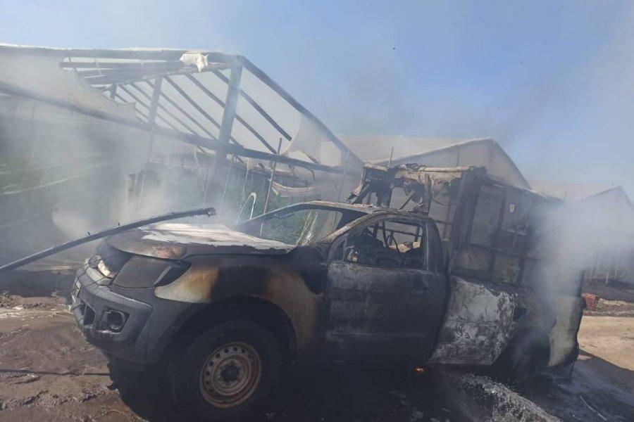 El fuego consumió una ambulancia en la zona rural de Cecilio Echeverría