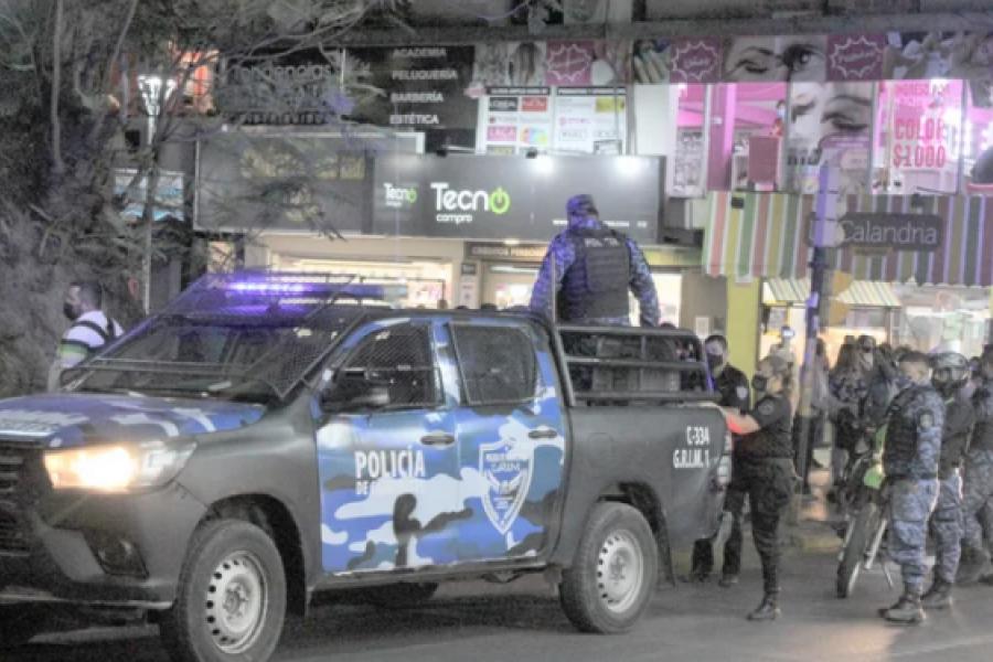 Operativo policial en plena peatonal Junín
