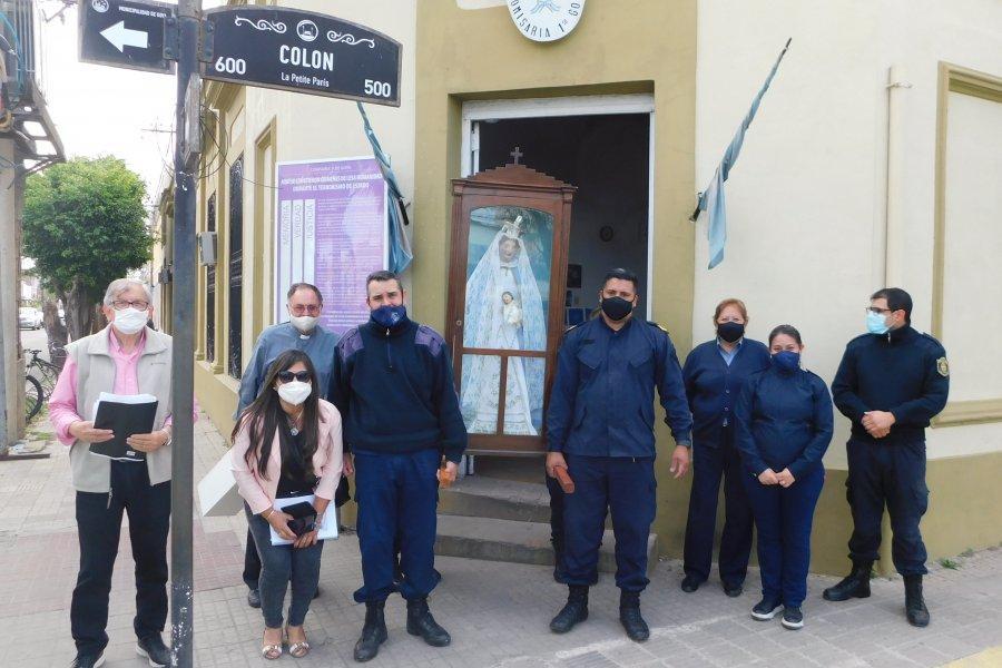 La imagen de la Virgen de Rosario visitó la Comisaría primera