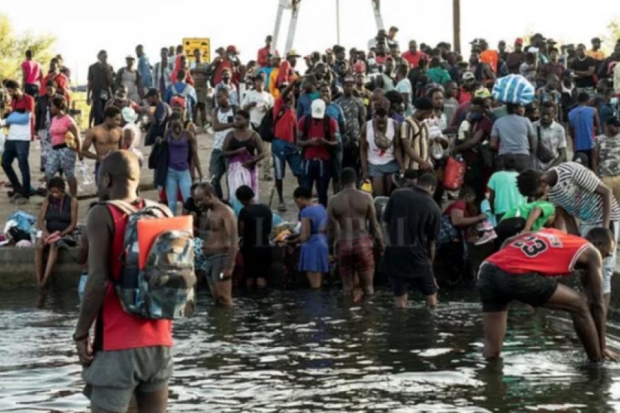 Texas: Registran 10.000 migrantes bajo un puente