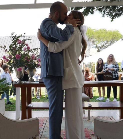Abel Pintos se casó con Mora Calabrese en una ceremonia íntima en Chaco -  Actualidad | Corrientes Hoy