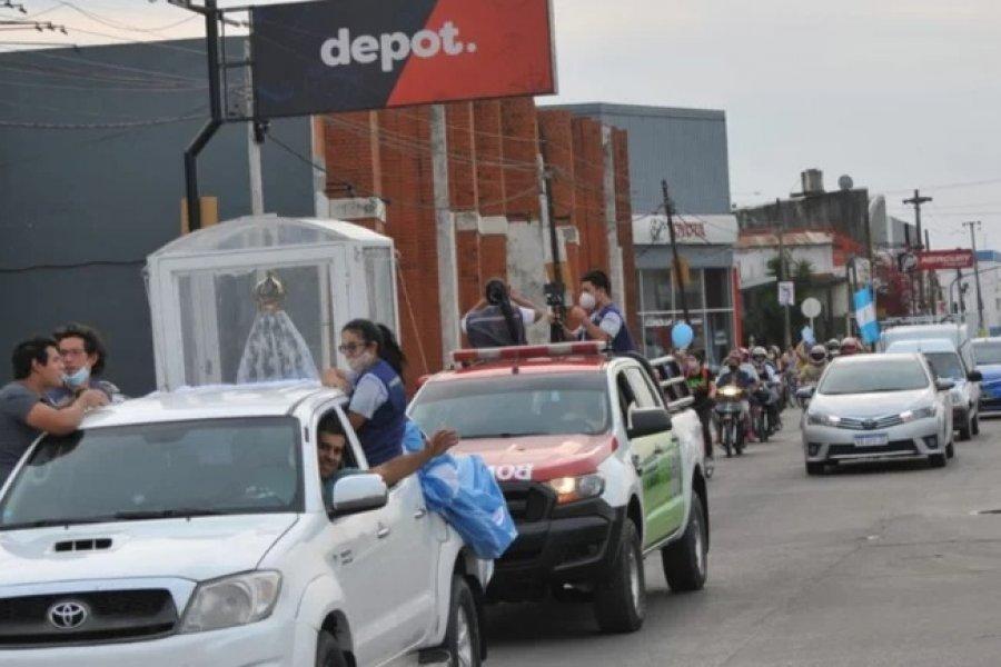 Multitudinaria caravana con la imagen de la Virgen de Itatí por las calles de la ciudad