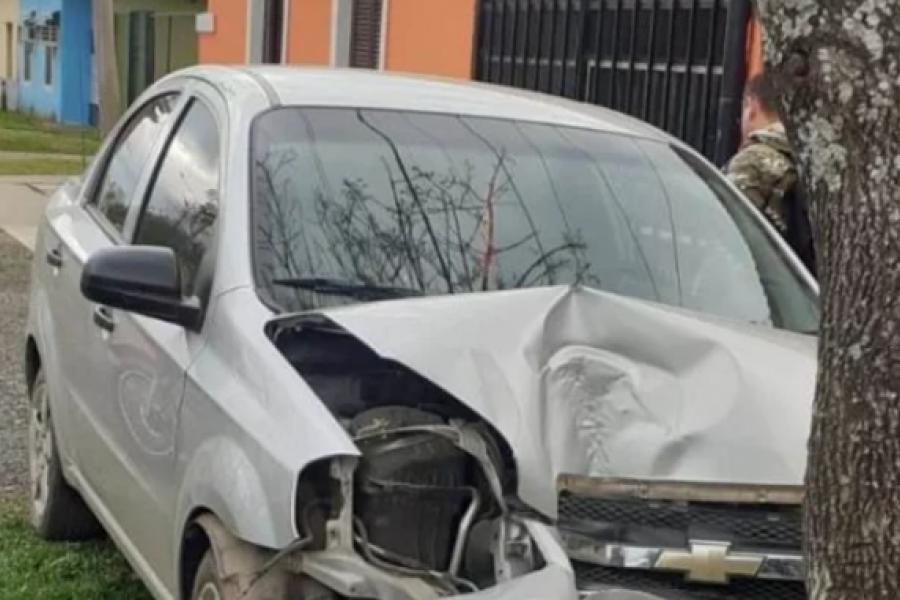 Curuzú Cuatiá: destruyó el auto al estrellarse contra un árbol