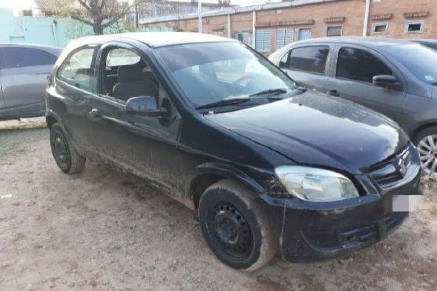 En allanamientos, demoran a una mujer e incautan un auto