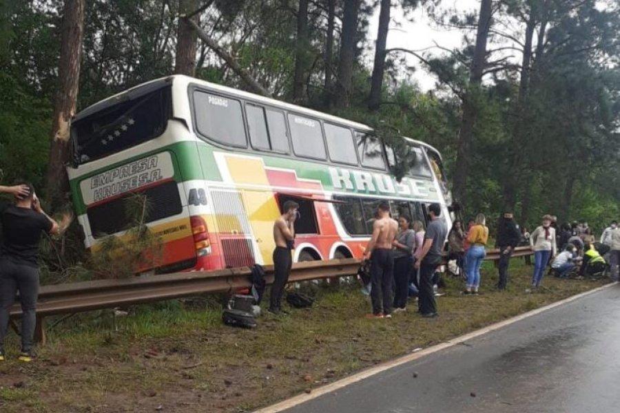 Un muerto y varios heridos tras el despiste de un micro sobre Ruta 12