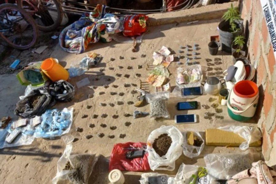 Secuestran armas, marihuana y dinero en efectivo en un operativo