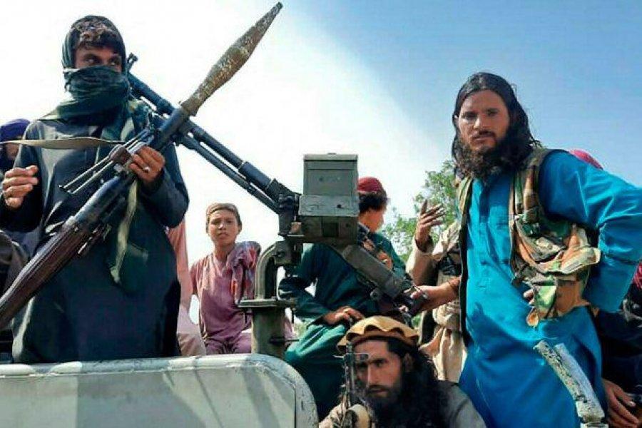 Afganistán: talibanes colgaron cuerpos de secuestradores