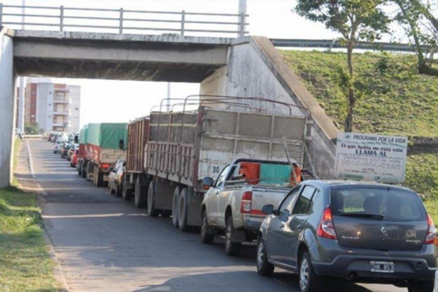 Un camión se detuvo en el puente y generó demoras en el tránsito