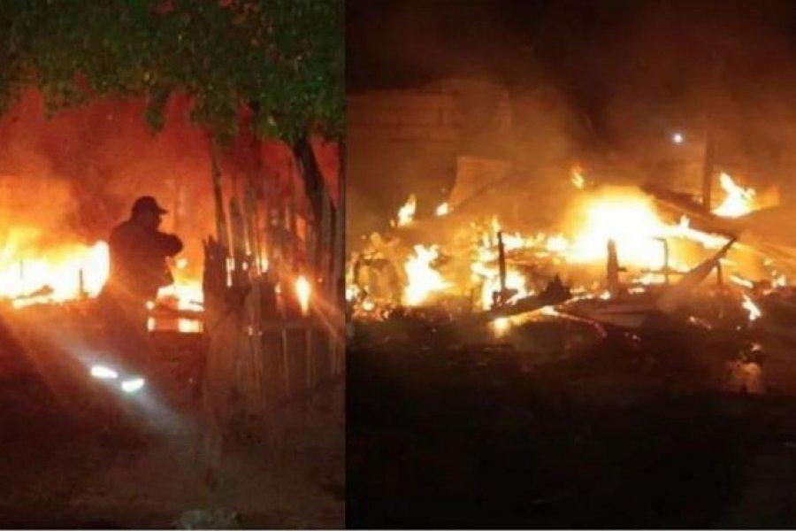 Querían espantar abejas con humo y terminaron quemando una casa