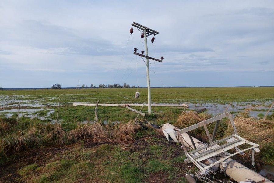Una tormenta tiró 24 postes de la Dpec y dejó varias localidades sin luz