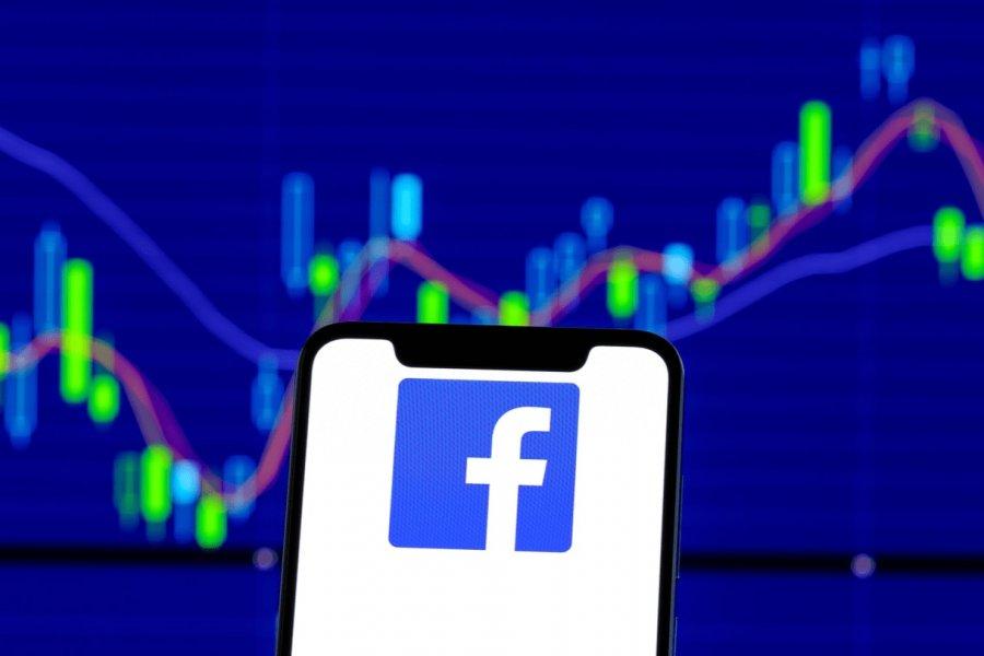 Las acciones de Facebook caen casi un 5% tras su apagón más prolongado desde 2008