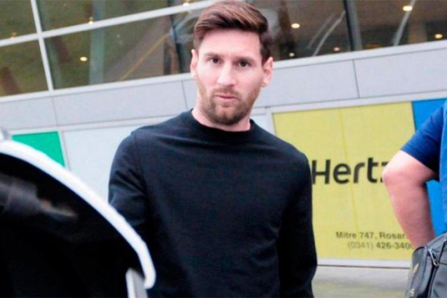 Messi llegó desde París junto a Di Maria y Paredes para lucir la camiseta argentina