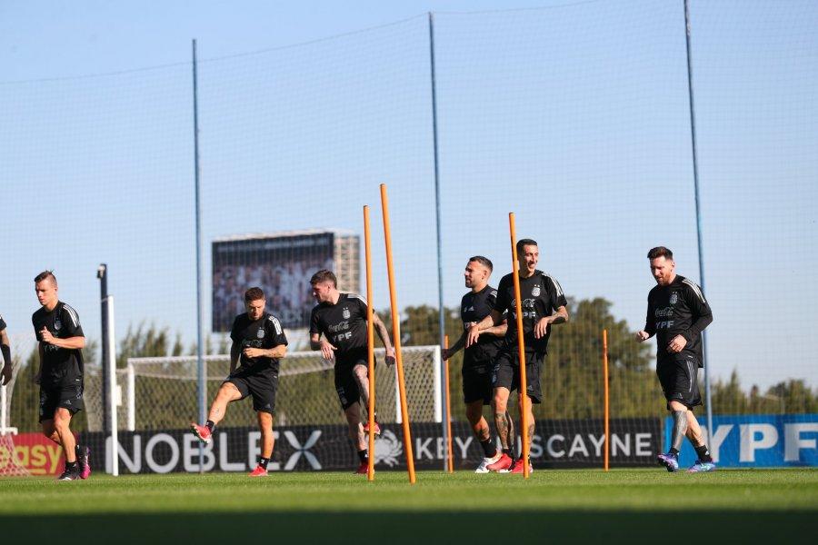 Argentina, con Messi, realizó su primer entrenamiento con plantel completo
