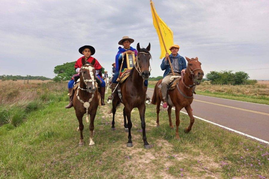 Caravanas de peregrinos rinden honores a la Virgen del Rosario