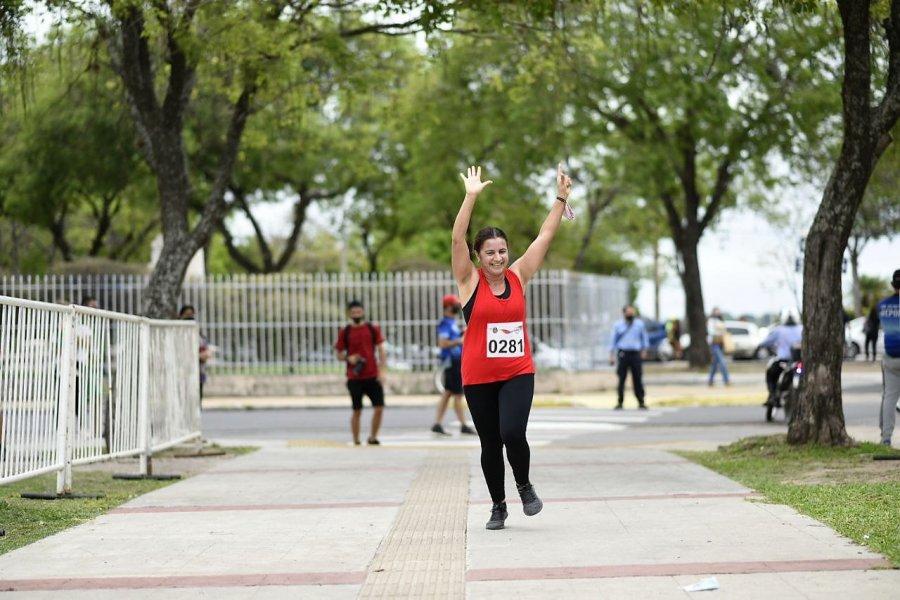 Más de 300 corredores participaron de las maratones barriales
