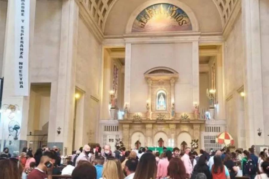 Peregrinos se acercaron a la Basílica de Itatí para pedir y agradecer