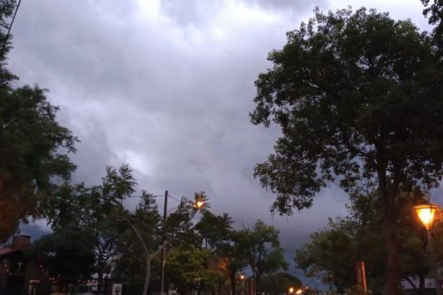 Día húmedo con cielo nublado en Corrientes