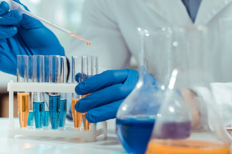 Especialistas coinciden en que los fármacos complementan la vacunación