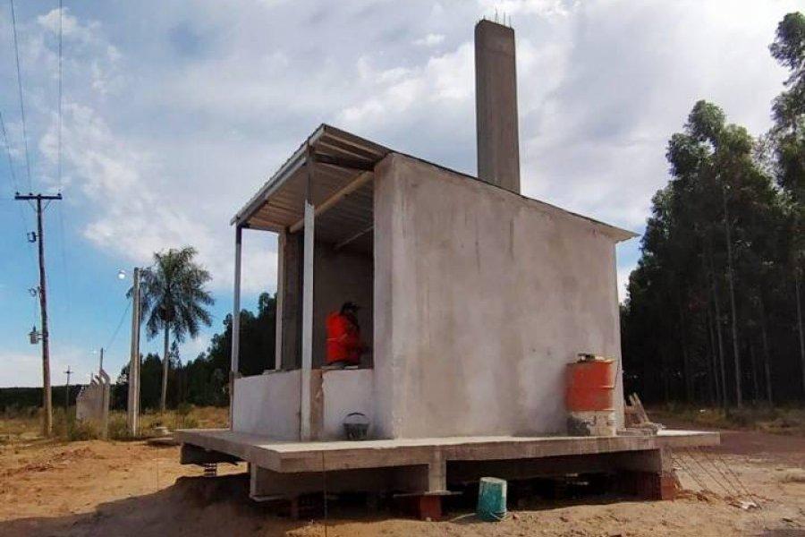 Construyen el portal de acceso y cerco perimetral de parque industrial