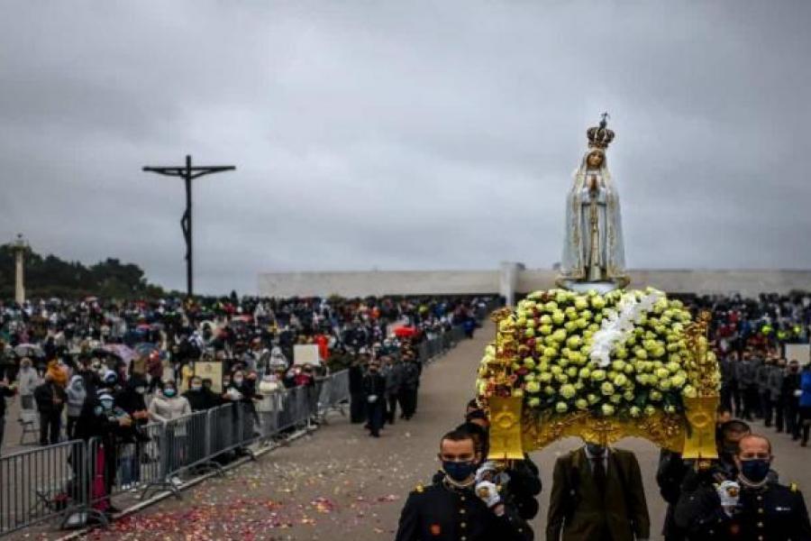 El santuario de Fátima vuelve a la normalidad y recibe peregrinos de 14 países