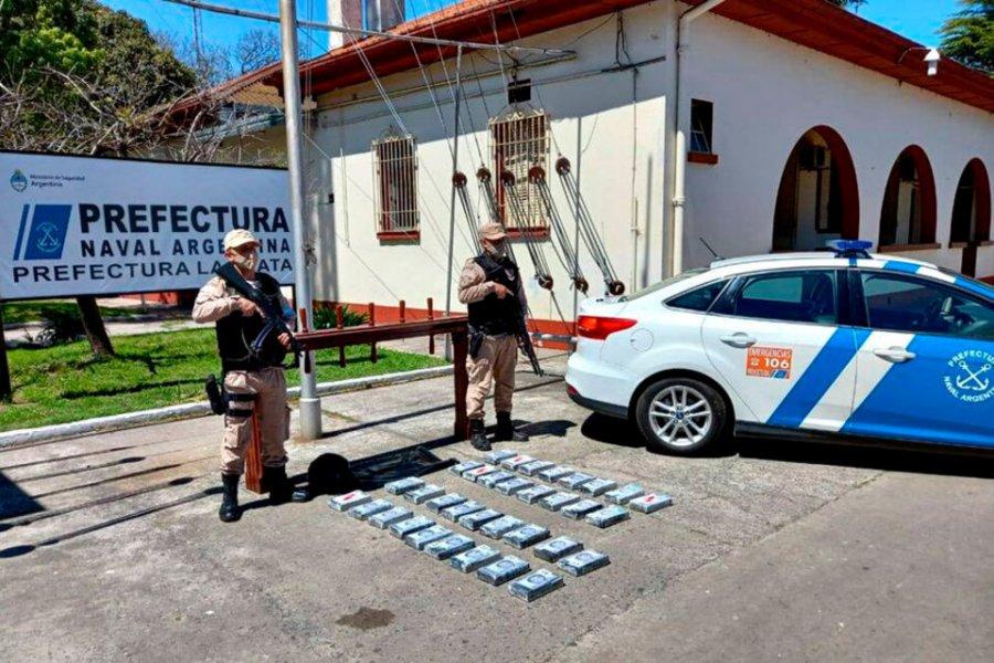 Misterioso rescate en el Río de la Plata: Dos náufragos y un muerto con 37 kilos de cocaína