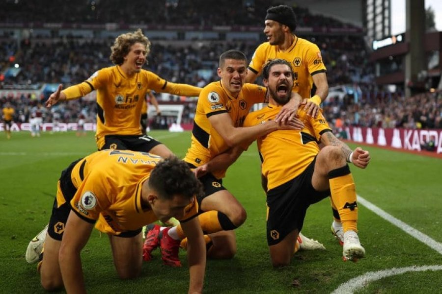 Dibu Martínez sufrió tres goles en 15 minutos y Aston Villa perdió ante Wolverhampton