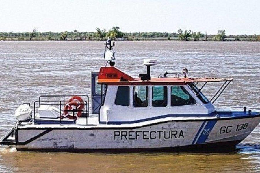 Su embarcación dio vuelta campana y fue rescatado por Prefectura
