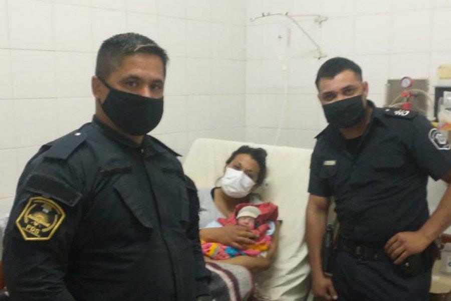 Dos policías asistieron un parto durante un allanamiento