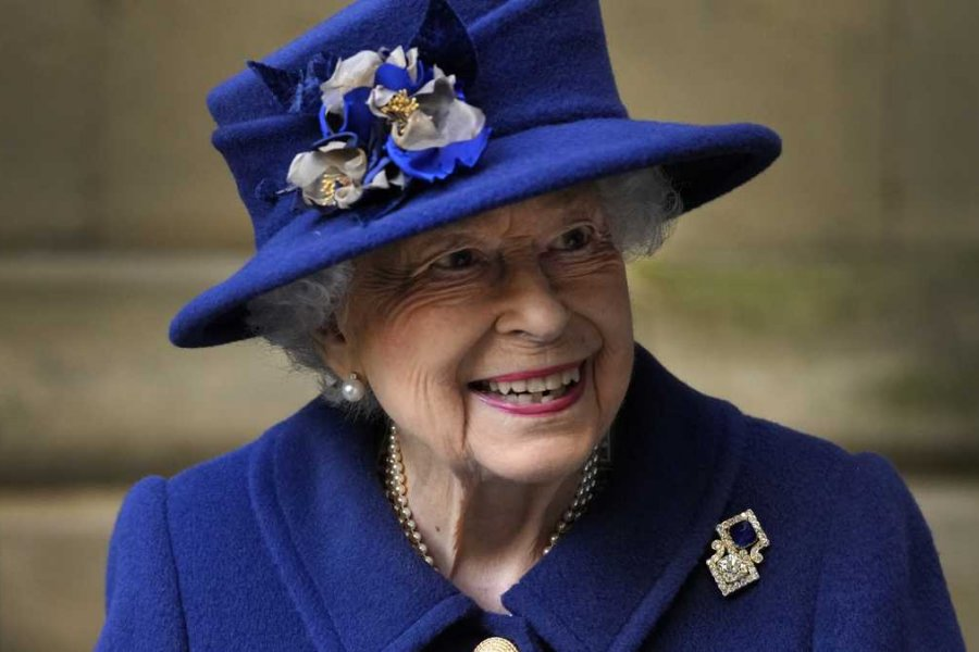 La reina Isabel II rechazó el premio Anciana del año