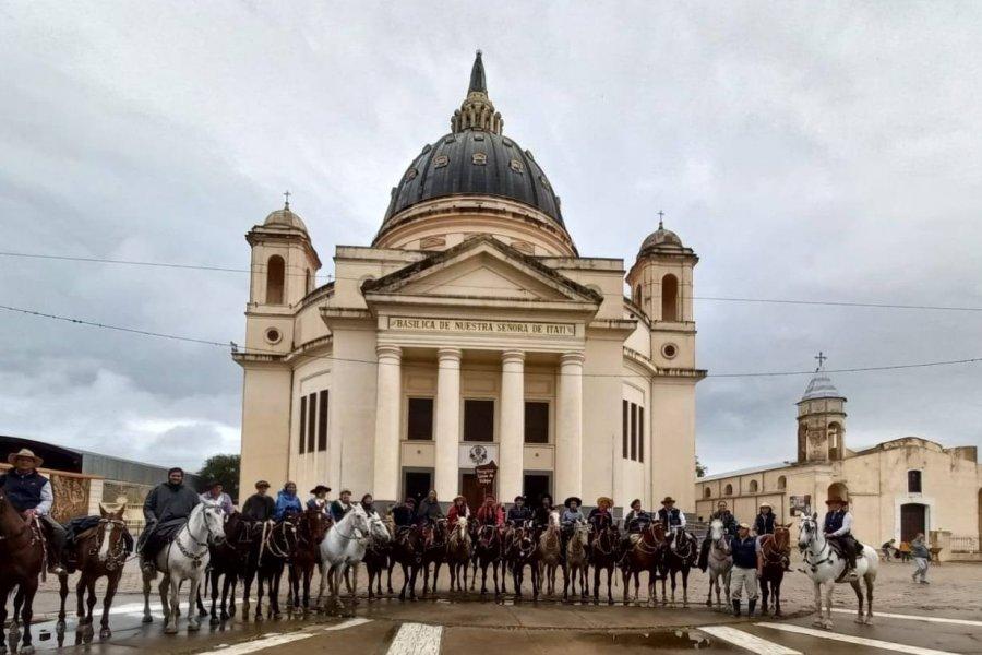 Bajo la lluvia, los peregrinos de varias comunas arribaron a Itatí