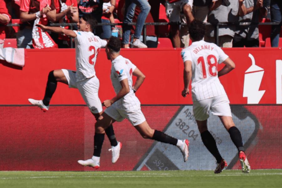 Sevilla ganó un partidazo ante Levante y trepó a la cima de La Liga