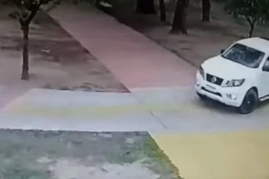 En camioneta por la peatonal: Citaron a la dueña del vehículo y deberá pagar una multa