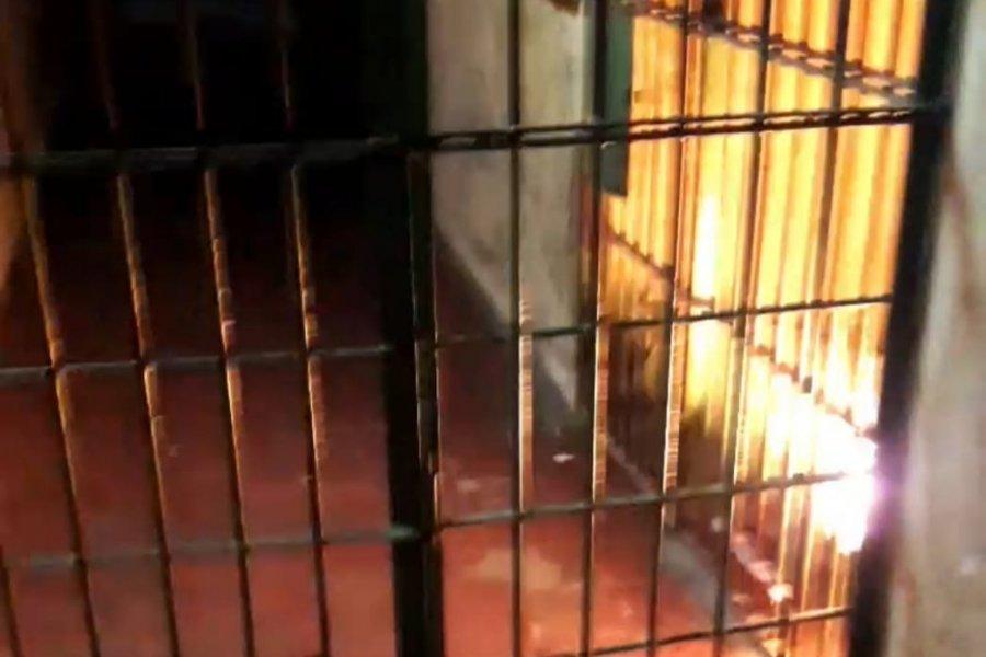Detenidos quemaron colchones en una Comisaría: Estaban armados con facas