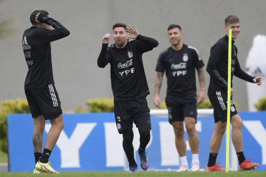 Con dos bajas y un regreso, la lista de la Selección que arma Lionel Scaloni para enfrentar a Uruguay y Brasil