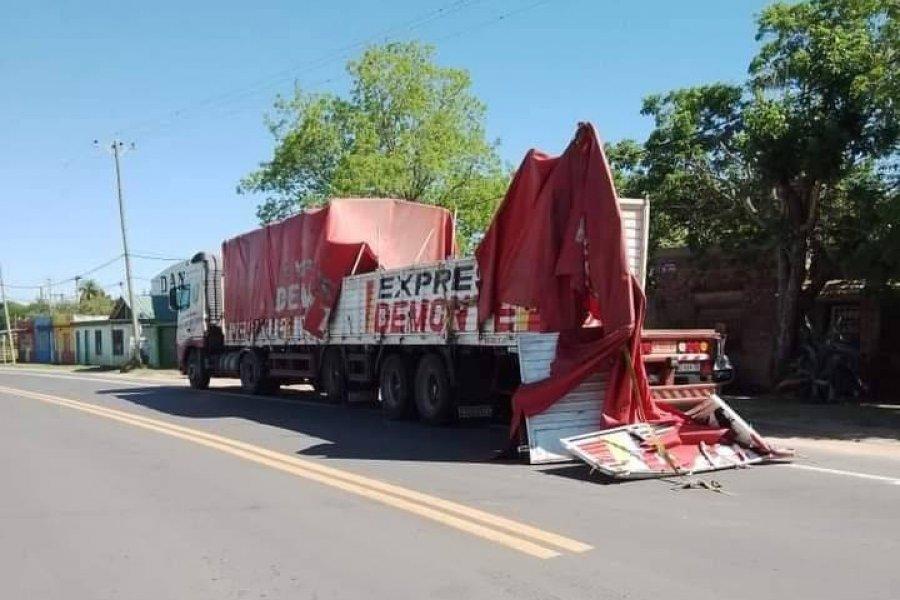 Se desprendió la carga de un camión y pudo ser una tragedia