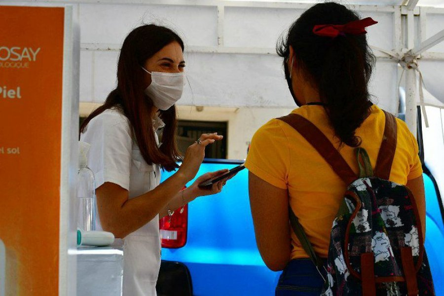 Comenzaron los testeos dermatológicos gratuitos en la plaza La Cruz