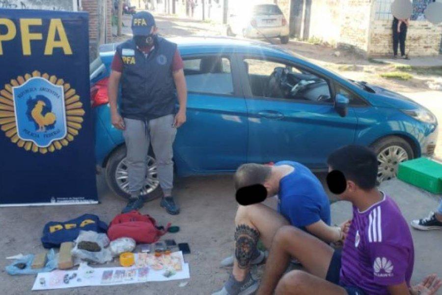 Detuvieron a dos dealers en el barrio Colombia Granaderos